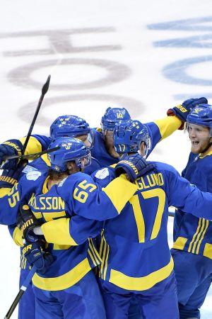 Svenska spelare firar.