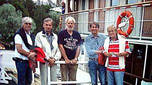 Gnäggetägaren Nalle Lindqvist (mitten) tillsammans med de gamla dj:arna Hasse Nyman, Peter Lindqvist, Kjell Ekholm och Jonte Gahnström.