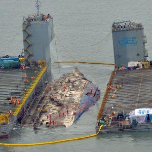 Sewol är tillbaka på ytan efter tre år på havets botten.