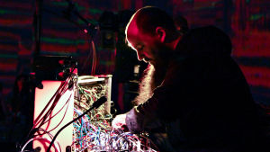 Keith Fullerton Whitman dokumenttielokuvassa I Dream of Wires.