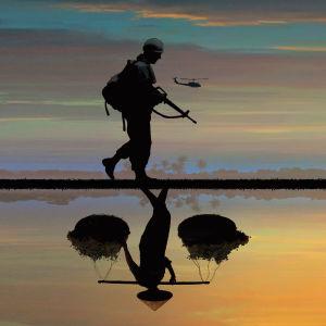 aurinlasku ja sotilas