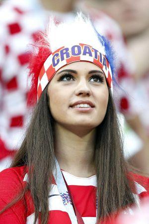 Kroatisk supporter följer semifinalen mot England.