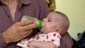 Irakisk baby i FInland vars mamma hotas av utvisning.