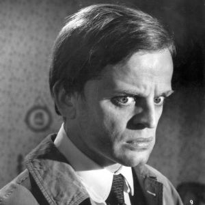 Klaus Kinski elokuvassa Lontoon kuolleet silmät