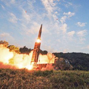 Sydkoreas armé och flygvapen övade med ballistiska missiler på landets västkust på måndagen