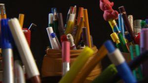 Olika sorters pennor i pennställningar.