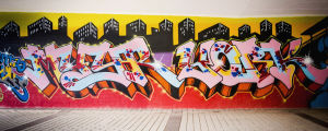 Graffititeos jossa teksti Myyr York.