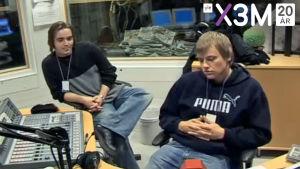 En gammal suddig bild av Ted Forsström och Kaj Korkea-ahosom gjorde Radio Pleppo.