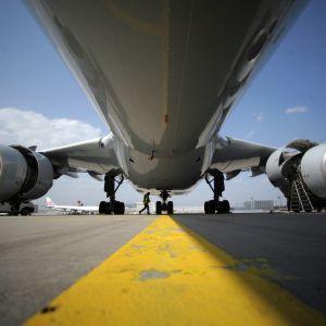 Airbus A340 på flygplatsen i Frankfurt