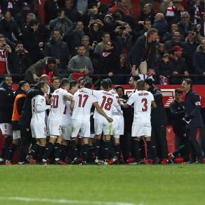 Sevilla firar vändningen mot Real Madrid.