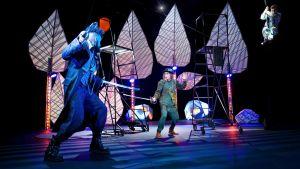 Åbo Svenska Teaters version av Peter Pan. På bilden skådespelarna Peter Ahlqvist, Markus Riuttu och Timo Tamminen