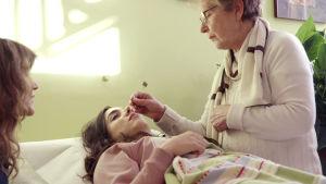 Ginas undersöks i Damanhur av Maia Ruseda Luteola.