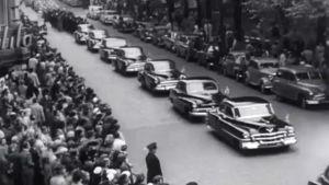 Autosaattue K.J. Ståhlbergin hautajaisissa