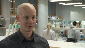 Matti Jalasvuori forskar i virus som dödar bakterier.
