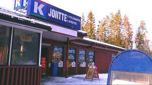 Bybutiken i Lappböle har fått en ny och viktig kundkrets i asylsökande.