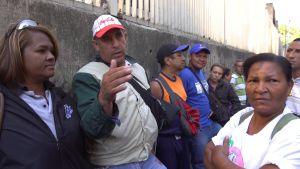 Ihmiset jonottavat Venezuelassa