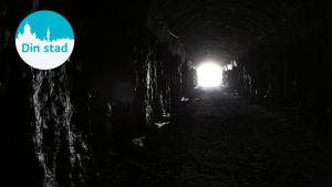 En tunnel.