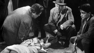 Jean Gabin on komisario Maigret elokuvassa Maigret virittää ansan