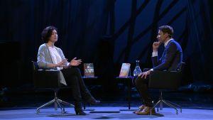 Sadie Jones ja Juha Itkonen keskustelevat Helsinki Lit -tapahtumassa
