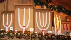 Tyypilliset kolmihaaraiset kynttilät tulevat Falunista.