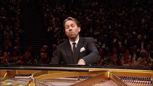 Pianisti Leif Ove Andsnes soittaa Bergenin filharmonikoiden 250-vuotisjuhlakonsertissa