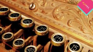 Vanhan kassakoneen numeronäppäimiä