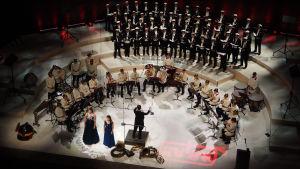 Retuperän WBKn ja Polyteknikkojen Kuoron konsertti Musiikkitalossa 29.10.2016