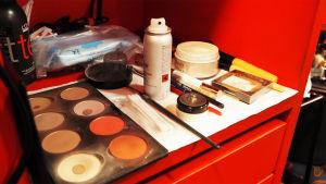 Mila Niemen meikkipakki