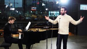 Pianisti Joel Papinoja ja baritoni Simon Barrad.