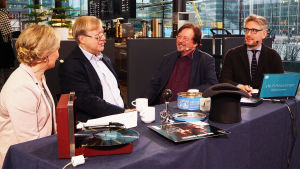 Riikka Holopaisen ja Janne Koskisen haastattelussa Kantapöydässä 11.1.2017 säveltäjä Tapani Länsiö ja ekonomisti Timo Tyrväinen.