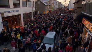 Manifestation för mördad isländsk ung kvinna i Reykjavik.