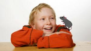 Roskisrotta-sarjan poika ja animoitu rotta