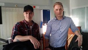 Ben Bergman och Lucas Esselström står i studion i Vasa