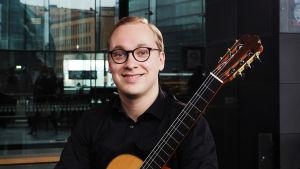 Kitaristi Taavi Kiviranta.