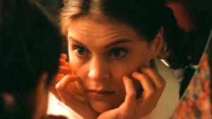 Tiina Lymi esittää Elinaa Vuoroin vieraissa -sarjassa