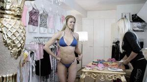 Bikini fitness on nuorten naisten suosikkiharrastus. Se vaatii ankaraa itsekuria, tiukkaa dieettiä ja rankkaa treenaamista.