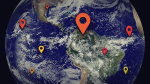 Maapallo NASA:n satelliittikuvassa, päällä Google Mapsin paikkakuvakkeita.