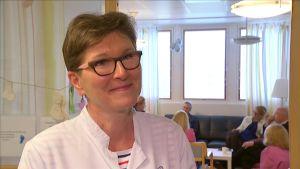 Avdelningsöverläkare Liisa Lehtonen vid ÅUCS