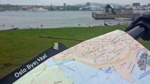 Paperikartta turistin apuna Oslossa.
