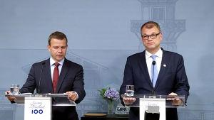 Statsminister Juha Sipilä (C) och inrikesminister Petteri Orpo (Saml) höll presskonferens om regeringskrisen på Villa Bjälbo den 12 juni 2017.