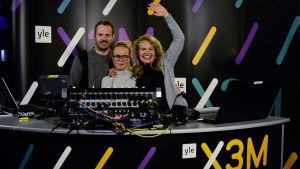 Dan, Joppe och My från X3M sänder live från Dragsvik.