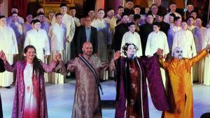 Kielin oopperan Turandotin ensi-ilta-aplodit