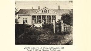 """Puuhuvila """"Vanha kartano"""" Lill-Ejnäsissä Asikkalassa, kuva vuodelta 1884."""