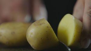 potatis skärs upp