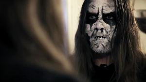 Black metal -fani. Kuva dokumenttielokuvasta Blackhearts (Norja 2016).