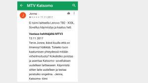 Kuvakaappaus Google Play -sovelluskaupasta: Sovelluksen kehittäjä MTV3 vastaa Katsomoa koskevaan arvioon.