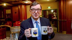 Europaparlamentariker Paavo Väyrynen sparkar igång sin valkampanj.
