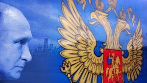 Nyhetsgrafik med Vladimir Putin och det ryska vapnet.