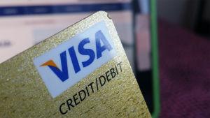 Närbild av ett Visa-kort.