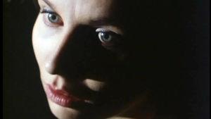 Heli Sutela on Kukka-Maaria Vsa Kantolan lyhytelokuvassa Punainen huone.